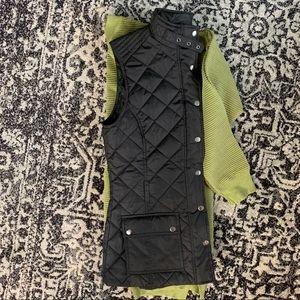 Banana Republic black quilted vest— size medium